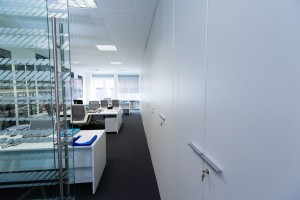 pareti divisorie attrezzate per l'ufficio